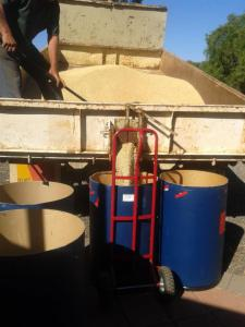 This is the easy way to load over a tonne of grain. I was expecting lots of work with a shovel...